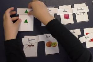 associer écriture script et capitale